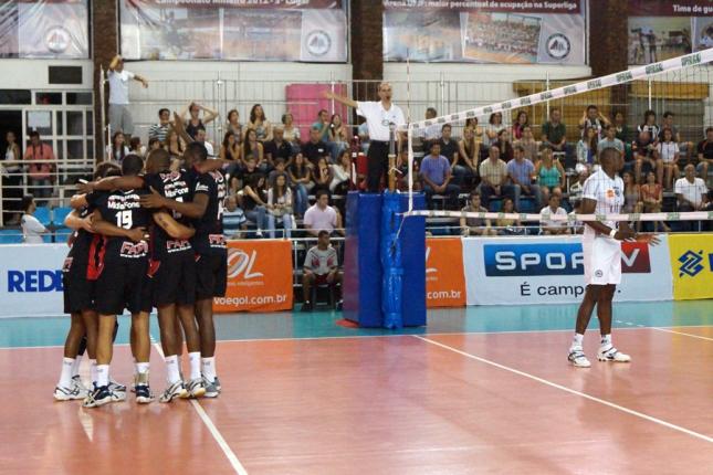 A equipe da FUNVIC vence a UFJF e amplica a terceira derrota da equipe mineira na Superliga. Crédito: Lucilia Bortone
