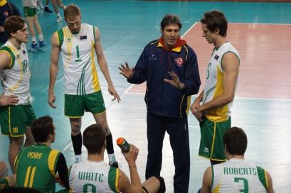 Jon Uriarte orienta sua equipe. Foto: Lucilia Bortone