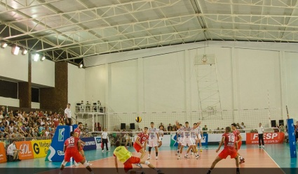 O ponteiro Ary jogou com um colete improvisado e assumiu a posição de  líbero no time paulista. Foto: Allison Ferrarezi