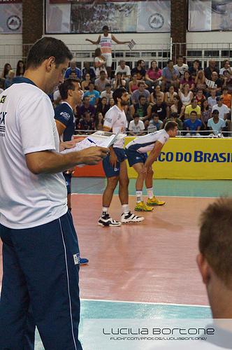 O técnico Marcelo Fronckowiak precisa quebrar a cabeça para montar sua equipe. Foto: Lucilia Bortone