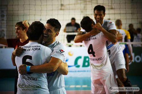 Equipe conquistou a sexta vitória na Superliga e ainda sonha com a classificação para os playoffs. - Foto: Lucilia Bortone/Sacandoovolei