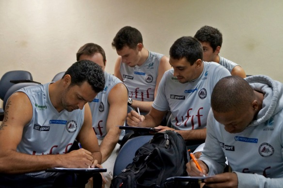 Jogadores  se reuníram para acertarem os últimos detalhes. _ Foto: Lucilia Bortone