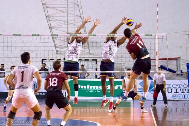 ___ O oposto da UFJF, Bérgamo, marcou o último ponto do jogo. Foto: Lucilia Bortone
