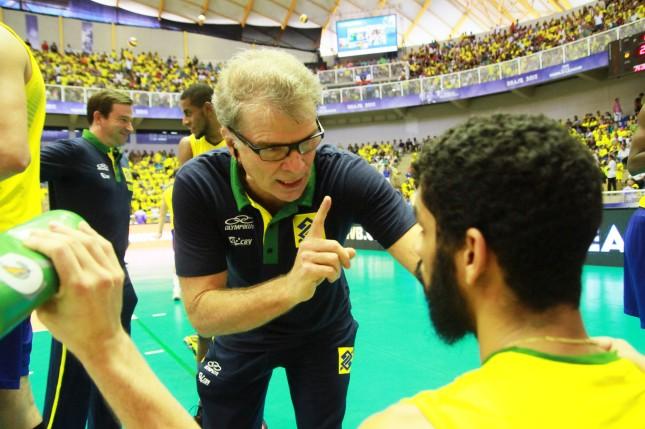 No aniversário do filho, o capitão Bruninho, Bernardinho retorna à seleção (Foto: FIVb)