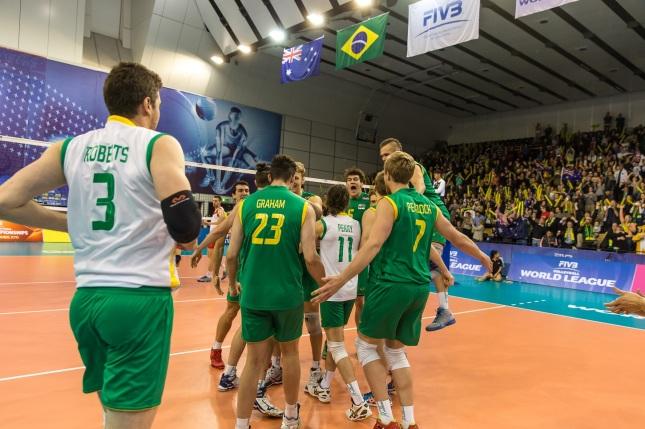 Austrália comemora a vitória em casa (Foto: FIVb)
